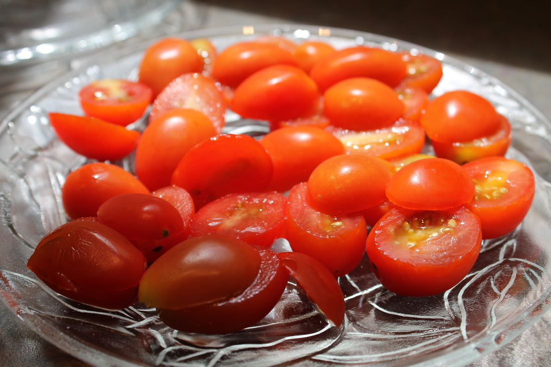 Slicing Cherry Tomatoes